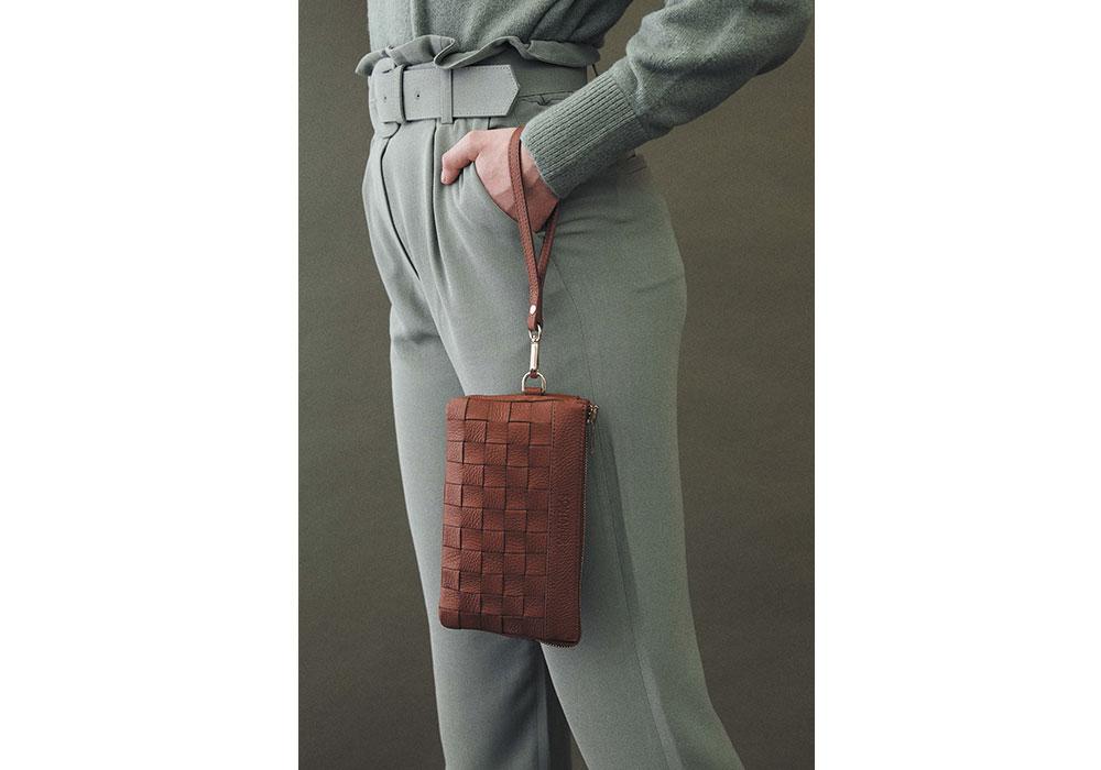 Kontainer Copenhagen Sustainable Braided Handbag Camel Crush Mini Clutch